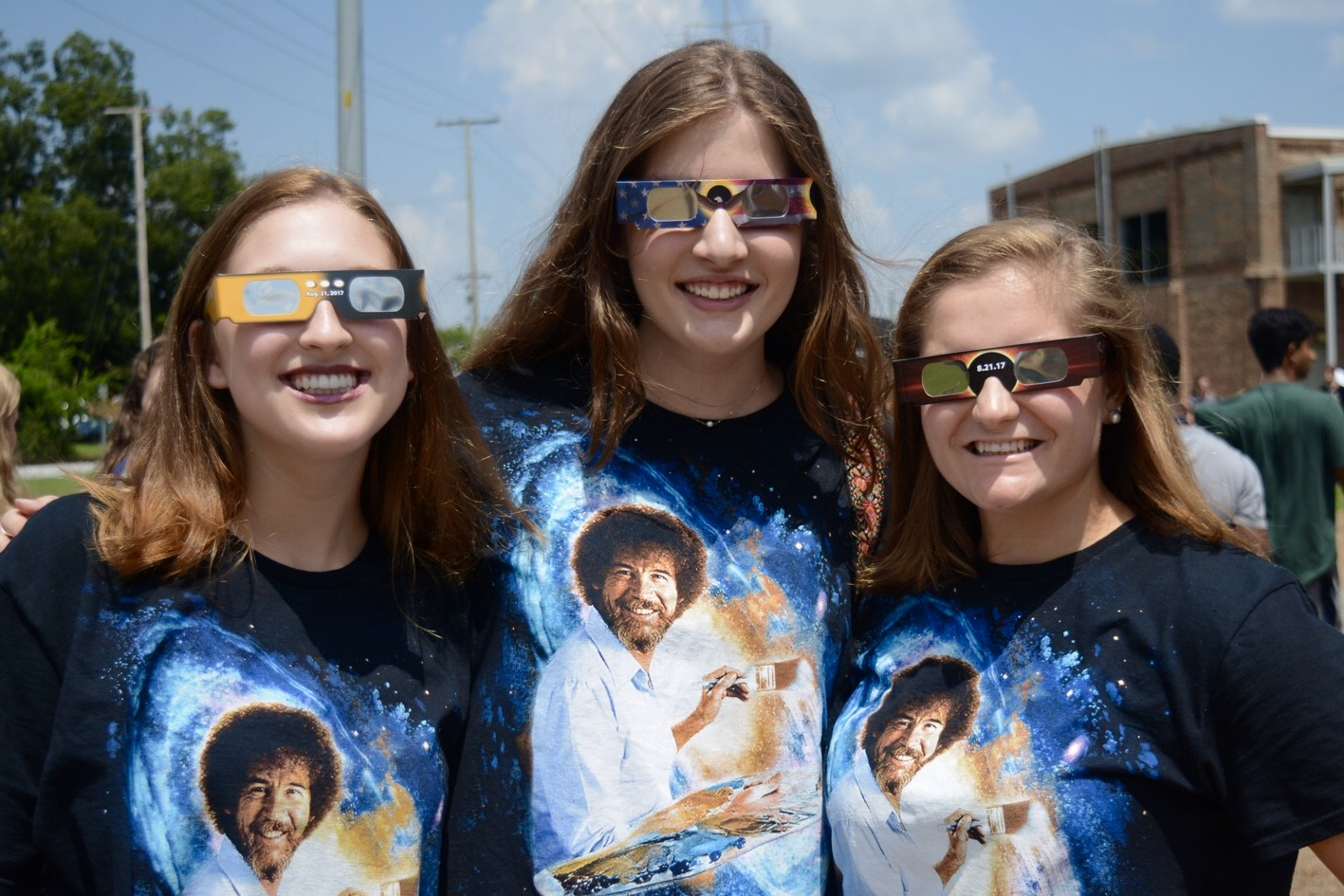 Seniors+Hayden+Stokley%2C+Mary+Owings%2C+and+Devon+Matheny+await+the+solar+eclipse+in+their+matching+shirts+and+eclipse+glasses.+