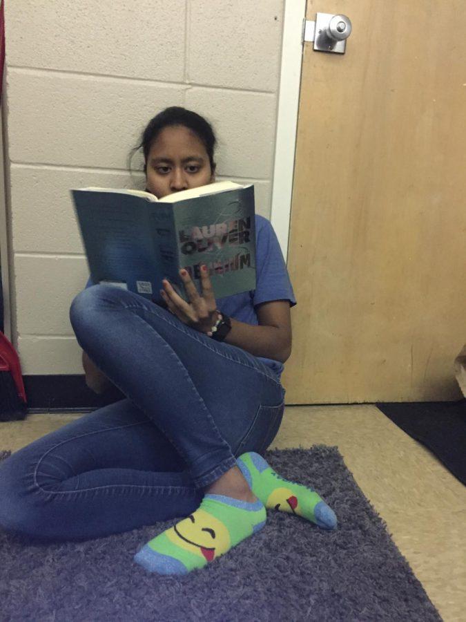 Likhitha+Polepalli+reads+her+book+%22Delirium%22.