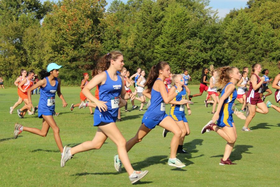 Hailey+Desai%2C+Grace-Anne+Beech%2C+and+Linda+Arnoldus+begin+their+5k+race+together.