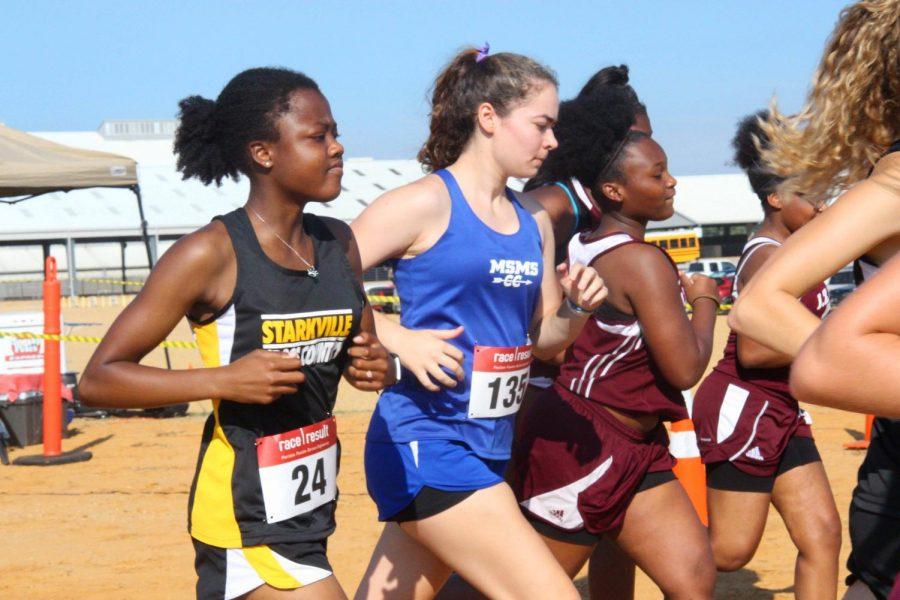 Senior+Grace-Anne+Beech+begins+the+race.