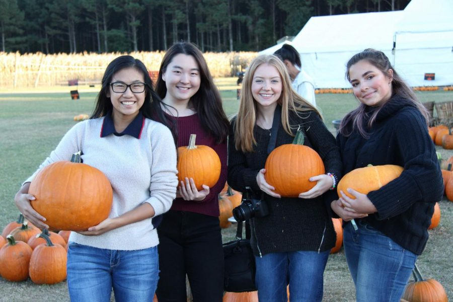 %28Left+to+right%29+Gina+Nguyen%2C+Catherine+Min%2C+Taylor+Willis%2C+and+Olivia+Dosda+smile+with+their+chosen+pumpkins.