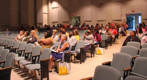 Students Attend Financial Aid Workshop