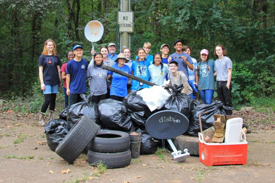 The+Student+Environmental+Awareness+League+spends+their+Saturday+morning+cleaning+up+at+the+Luxapalila+Creek+Park.