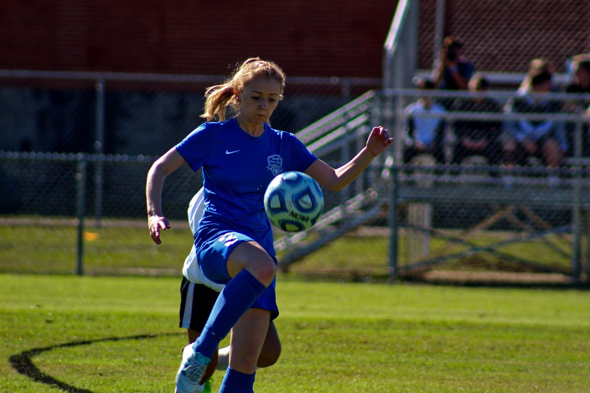Junior Taylor Willis juggles the ball to receive a pass.
