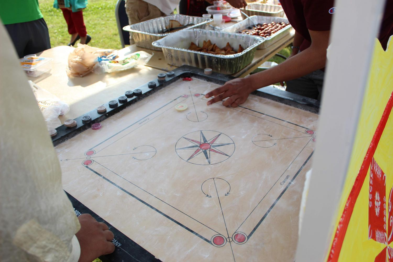 India%27s+representatives+explain+the+carrom+board.