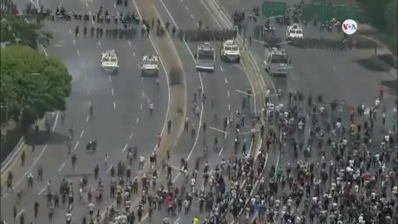 Pro-Maduro+and+pro-Guaid%C3%B3+protesters+clash.