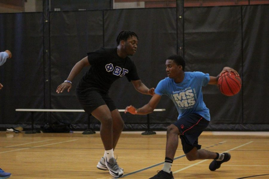 Students, RAs explore interest in bringing basketball back to campus