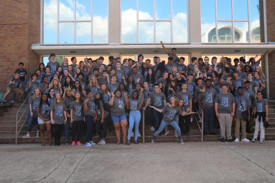 The+Class+of+2021+gather+in+front+of+Hooper+Academic+Building+for+a+class+photo+sporting+the+new+%22I+am+MSMS%22+t-shirts.