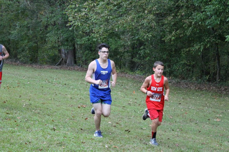 Max Grossman races closely behind another runner before passing him up.
