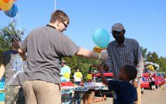 Students volunteer with little hands, big hearts