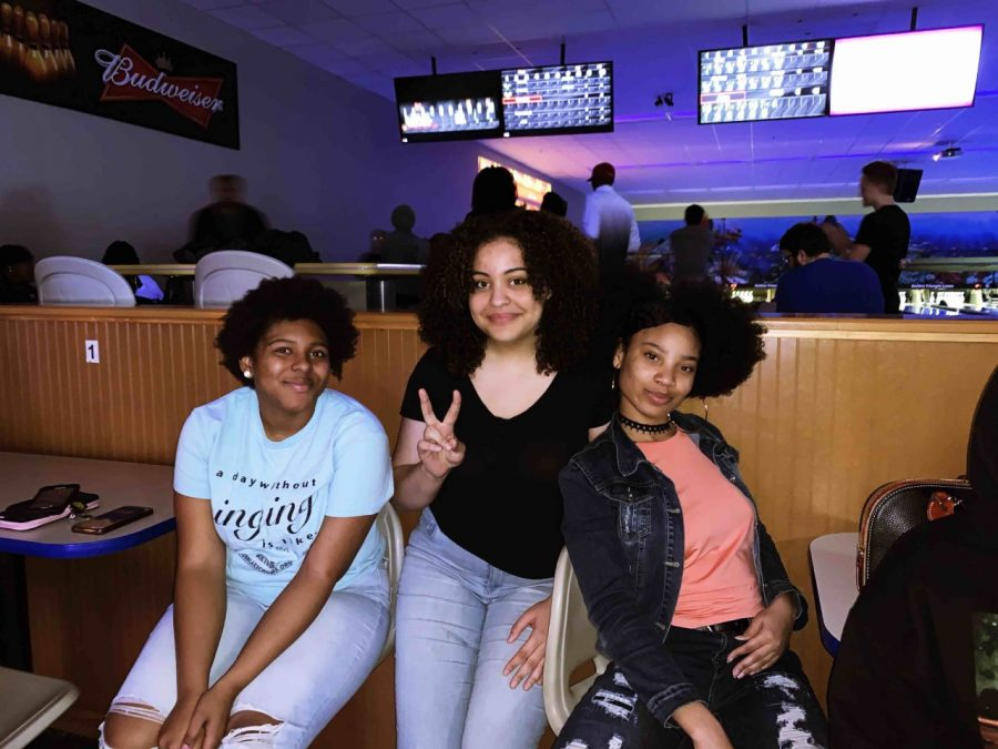 Students+spend+their+Saturday+at+GT+Lanes+bowling+alley+in+Columbus.++