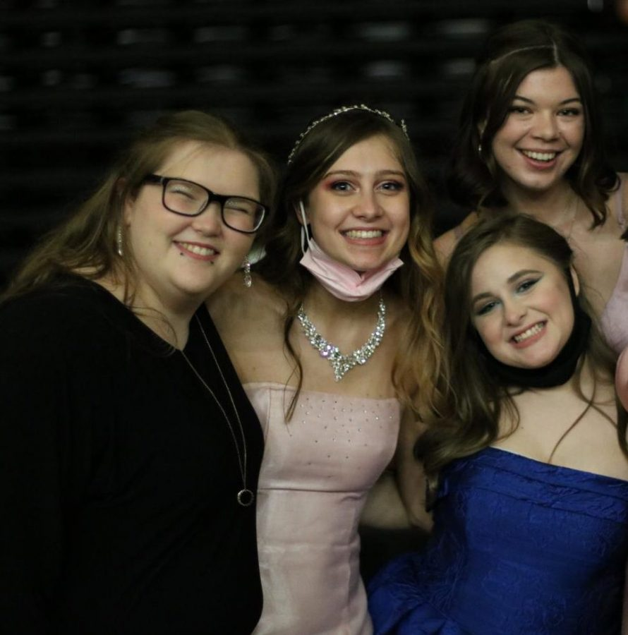 MSMS students (from left to right) Cloe Holdiness, Lily Langstaff, Cadi Springer (below), Elisabeth Seage (above) and Katherine McElhinney enjoy prom.